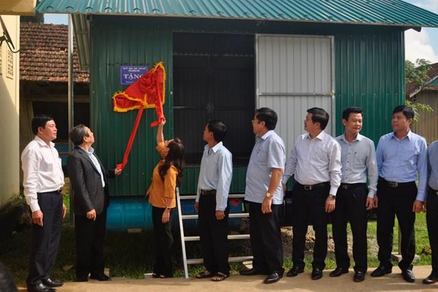 Quảng Bình: Bàn giao 64 nhà bè vượt lũ cho hộ nghèo, cận nghèo ở Tân Hóa