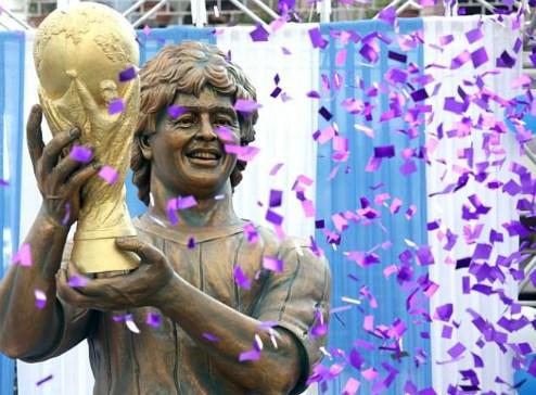 Maradona bị đúc tượng xấu như Ronaldo