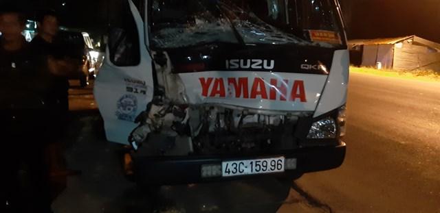 Kon Tum: Xe CSGT bị xe tải tông bay qua mương nước - 1