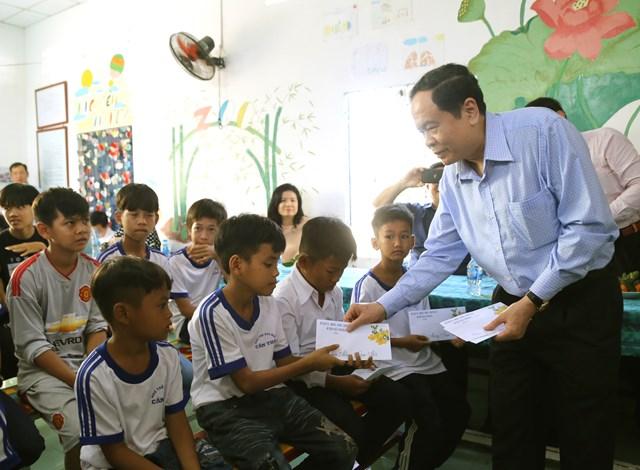 Hậu Giang phải có nhiều hoạt động thiết thực hơn để chăm lo cho hộ nghèo, gia đình chính sách - 8