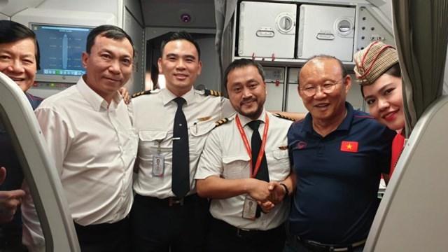 Vietjet tặng 1 năm bay khắp châu Á cho hai đội tuyển cùng gia đình và ban huấn luyện - 3