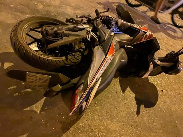 Xe bồn nổ lốp mất lái trên cầuThanh Trì, 4 sinh viên gặp nạn - 3