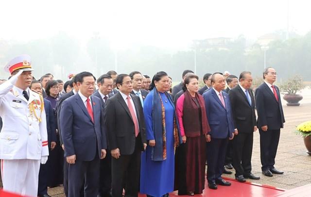 Các đại biểu Quốc hội vào Lăng viếngChủ tịch Hồ Chí Minh - 5