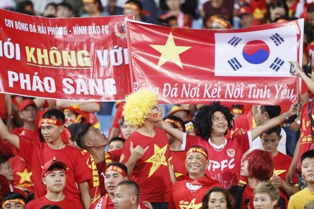 Cổ đông viên Việt 'đốt cháy' khán đài - 3