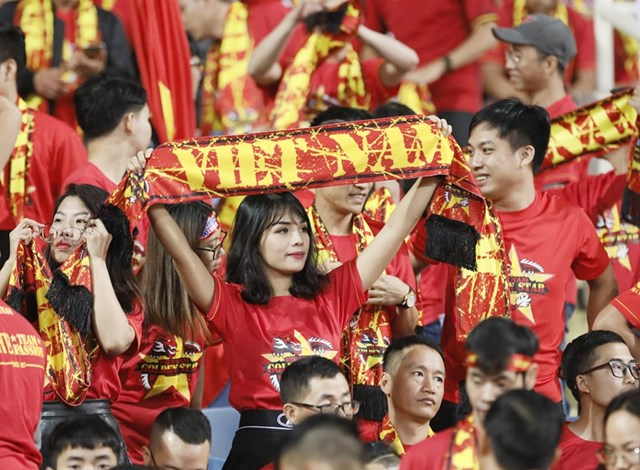Cổ đông viên Việt 'đốt cháy' khán đài - 4