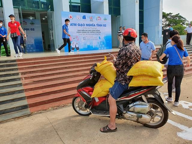 Thêm cây 'ATM gạo' nghĩa tình cho người nghèo ở Đắk Lắk - 2