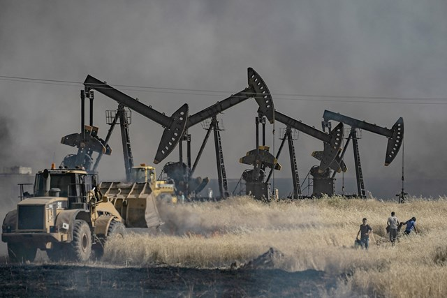 Rút binh, Mỹ vẫn dòm ngó giếng dầu ở Syria