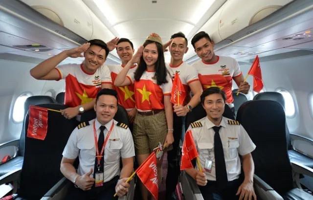 Vietjet tặng 1 năm bay khắp châu Á cho hai đội tuyển cùng gia đình và ban huấn luyện - 2