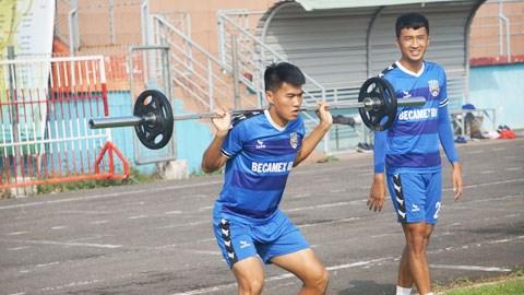Cầu thủ Việt tìm cách duy trì thể lực