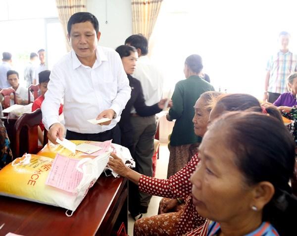 Chủ tịch Trần Thanh Mẫn thăm, tặng quà Tết gia đình chính sách, hộ nghèo tại Sóc Trăng - 7