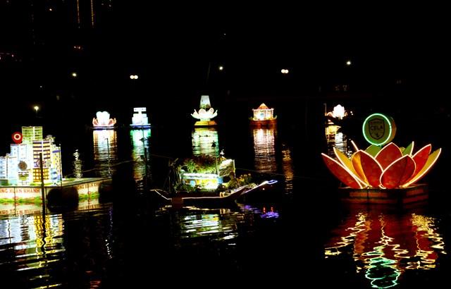 Đêm Hoa đăng Ninh Kiều lung linh sắc màu - 2