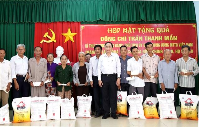 Chủ tịch Trần Thanh Mẫn thăm, tặng quà Tết gia đình chính sách, hộ nghèo tại Sóc Trăng - 1
