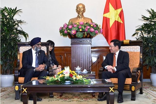 Phó Thủ tướng Phạm Bình Minh tiếp Bộ trưởng Bộ Quốc phòng Canada - 1
