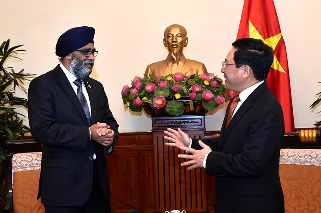 Phó Thủ tướng Phạm Bình Minh tiếp Bộ trưởng Bộ Quốc phòng Canada