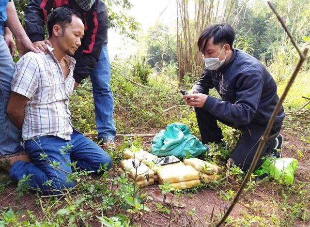 Quảng Bình: Bắt giữ đối tượng vận chuyển gần 61 nghìn viên ma túy qua biên giới