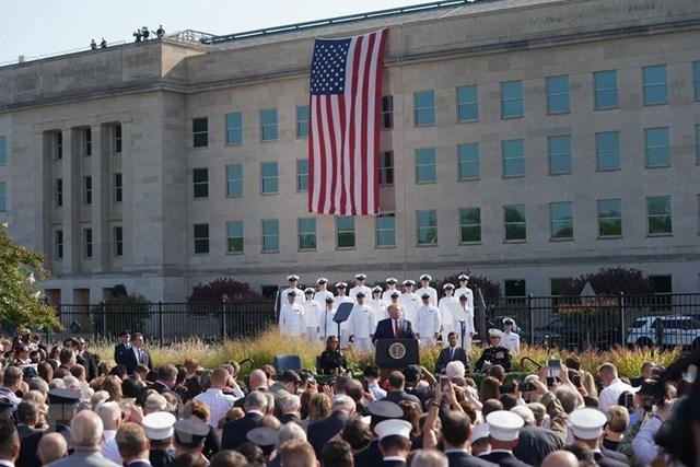 [ẢNH] Mỹ tưởng niệm 18 năm vụ tấn công khủng bố ngày 11/9 - 2