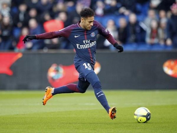 Real 'lấp lửng' về tương lai Ronaldo trước tin đồn mua Neymar - 1