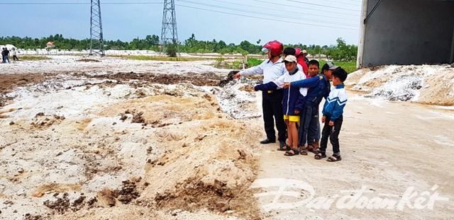 Người dân Quảng Long bức xúc vì trang trại nuôi nhốt bò gây ô nhiễm - 2