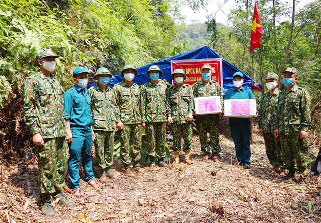 BĐBP tỉnh Quảng Nam kiểm tra chốt chặn biên giới phòng dịch Covid-19