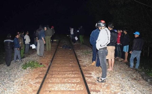 Nam thanh niên ngồi đường ray bị tàu hỏa tông tử vong