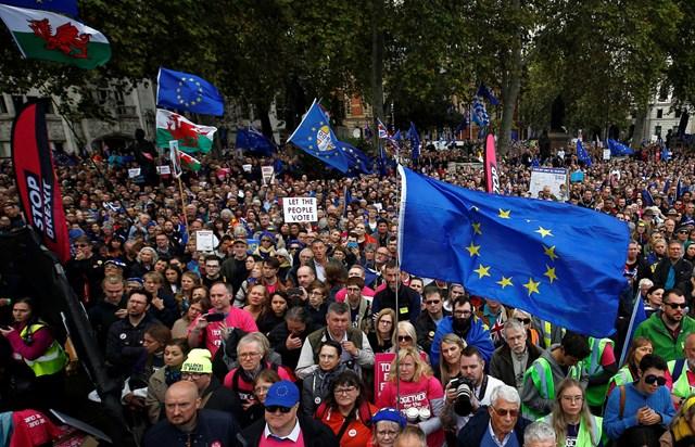 Brexit lại bị hoãn: Thủ tướng Anh hứng chỉ trích