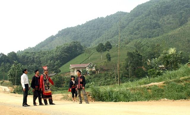 Phát huy vai trò già làng, trưởng bản