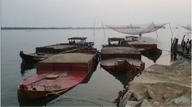 Lợi dụng dịch Covid-19, khai thác cát trái phép trên sông Thu Bồn