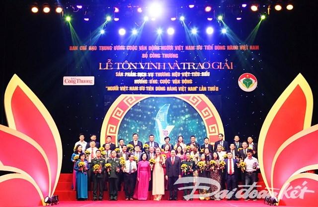 Hàng Việt Nam chinh phục người tiêu dùng Việt Nam