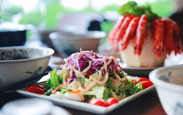 Nhà hàng hải sản Hương Biển: 'nét chấm phá' độc đáo của hệ thống FLC Hotels & Resorts - 7