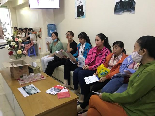 Tầm soát ung thư miễn phí cho hàng trăm công nhân nghèo - 1