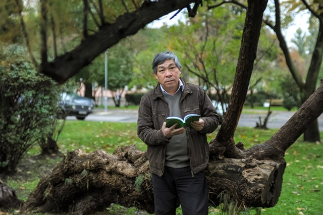 Dịch giả Giáp Văn Chung: Viết, với những nhà văn chân chính, tức là sống