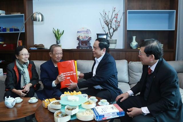 Chủ tịch Trần Thanh Mẫn chúc Tết GS Nguyễn Lân Dũng - 2