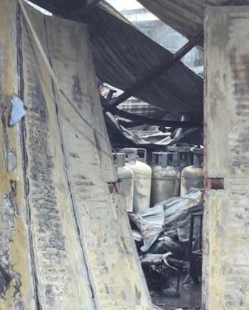 Cháy lớn kèm tiếng nổ cạnh chân cầu Vĩnh Tuy, một người chết - 1