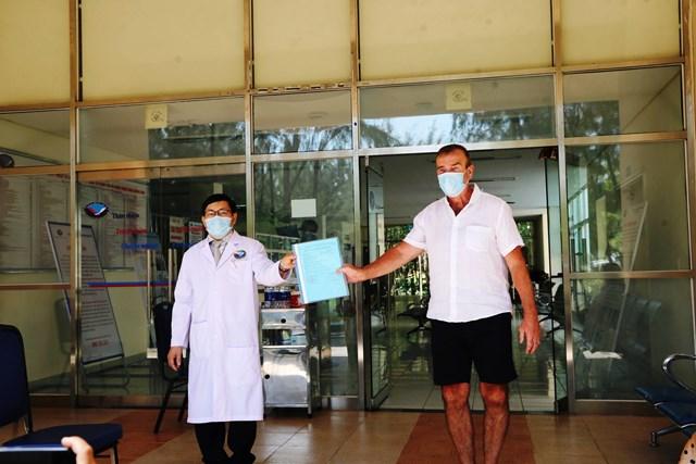 Ba bệnh nhân Covid-19 người Anh tại Quảng Nam có kết quả điều trị tốt