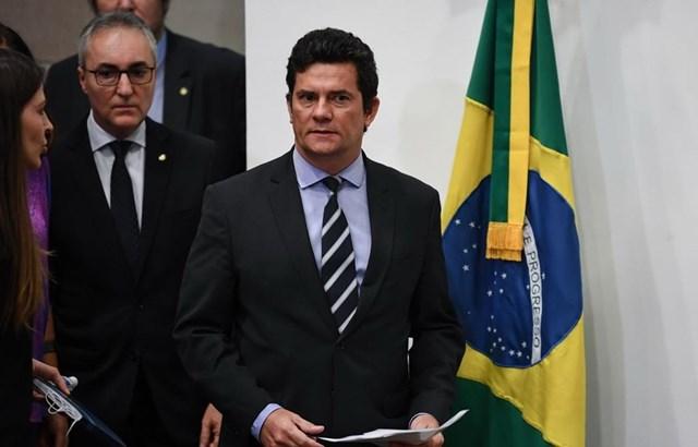 Tố cáo Tổng thống can thiệp chính trị, Bộ trưởng Brazil từ chức
