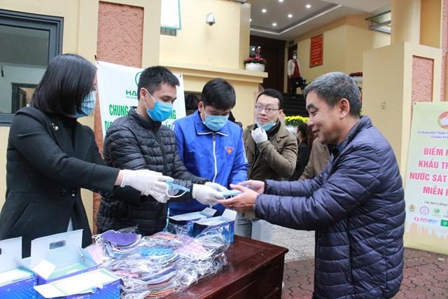 Mặt trận Hà Nội: 100% hộ nghèo sẽ được hỗ trợ khẩu trang, nước rửa tay sát khuẩn - 2