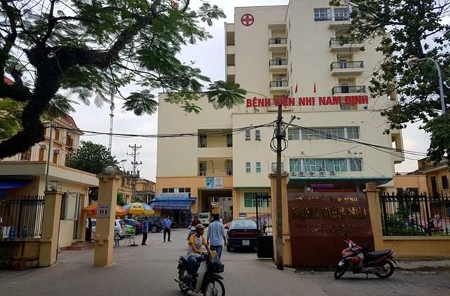Nam Định:Bắt giữ 2 nhân viêny tế'ăn bớt' thuốc của bệnh nhân