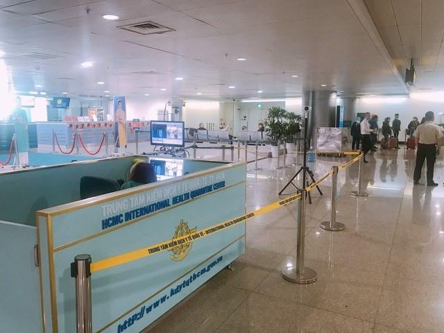 200 khách từ nước có dịch cúm bị từ chối nhập cảnh tại sân bay Tân Sơn Nhất - 1