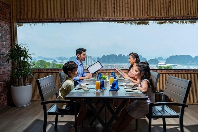 Nhà hàng hải sản Hương Biển: 'nét chấm phá' độc đáo của hệ thống FLC Hotels & Resorts
