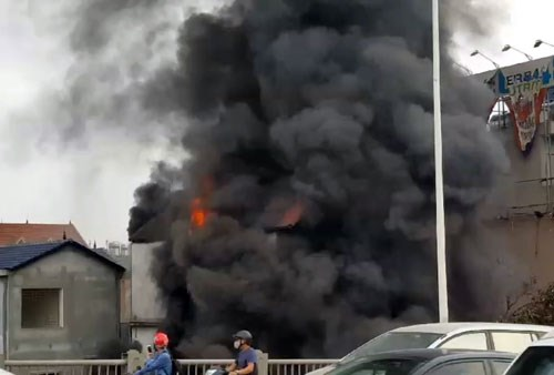 Cháy lớn kèm tiếng nổ cạnh chân cầu Vĩnh Tuy, một người chết