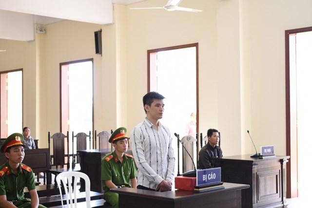 Nam thanh niên 27 tuổi lãnh án 10 năm tù vì chém người chửi vợ