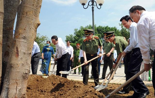 Hội nghị tổng kết hỗ trợ xây dựng, sửa chữa nhà ởcho các hộ nghèo của huyện Mường Nhé, tỉnh Điện Biên - 2