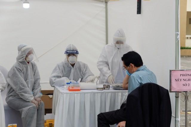 4 trường hợp dương tính khi test nhanh ở chợ hoa Mê Linh đều âm tính
