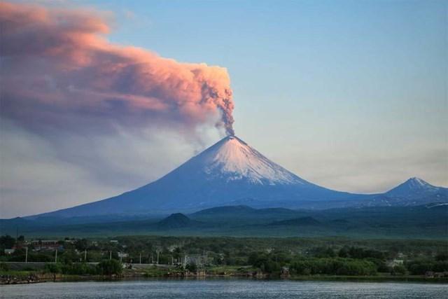Núi lửa cao nhất lục địa Á - Âu thức giấc
