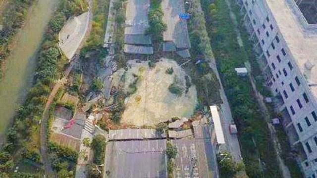 Sụt lún công trường tàu điện ngầm ở Trung Quốc, 8 người thiệt mạng