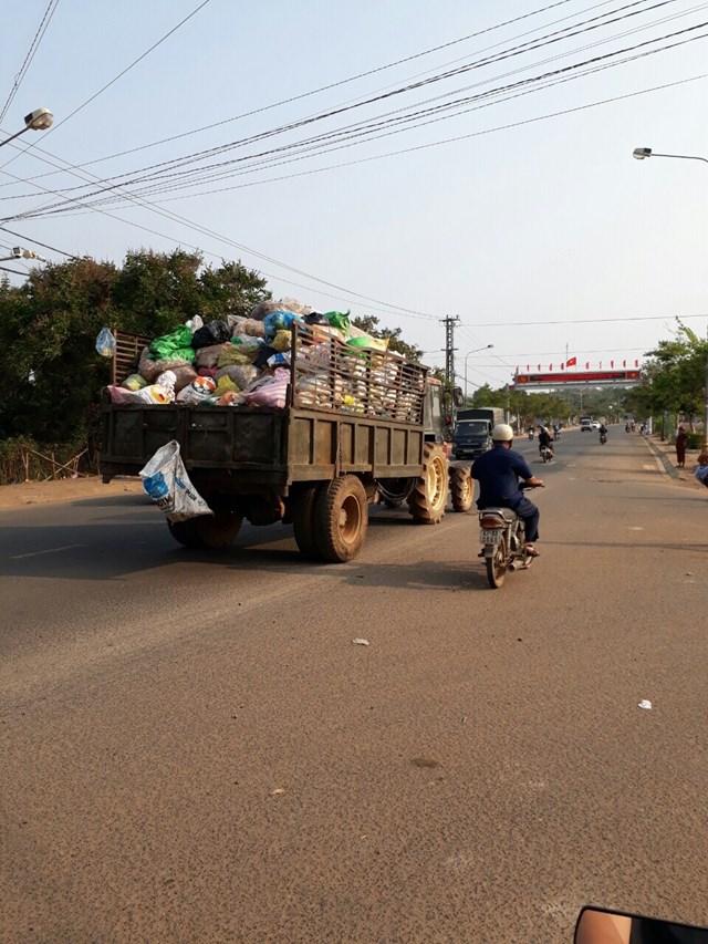 Đắc Lắc: Dùng xe 'độ chế' gom rác gây ô nhiễm môi trường