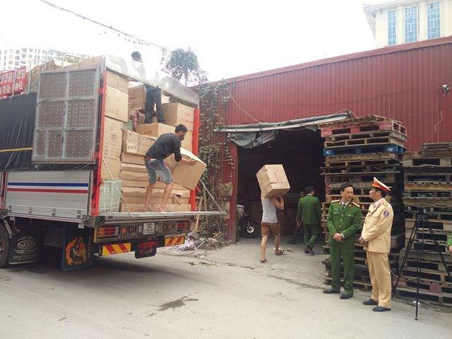 Cảnh sát phát hiện hơn 20 tấn hàng nhập lậu trên cao tốc Hà Nội - Lào Cai
