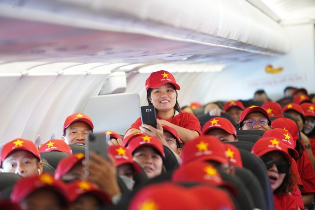 """Tàu bay Vietjet bắt đầu Hành trình """"Tôi yêu Tổ quốc tôi"""" - 3"""