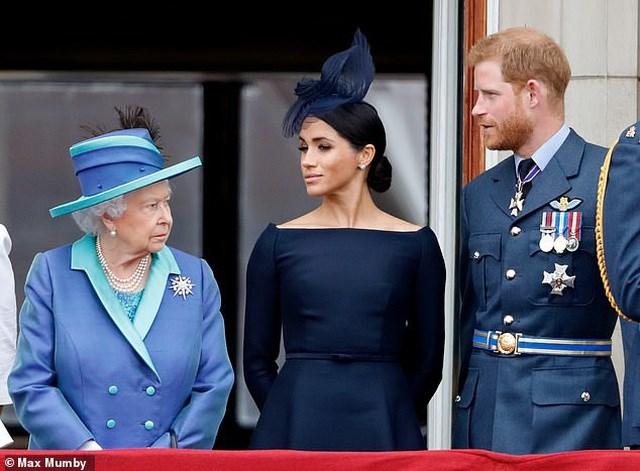 Vợ chồng Hoàng tử Harry mất gì khi rời Hoàng gia Anh?