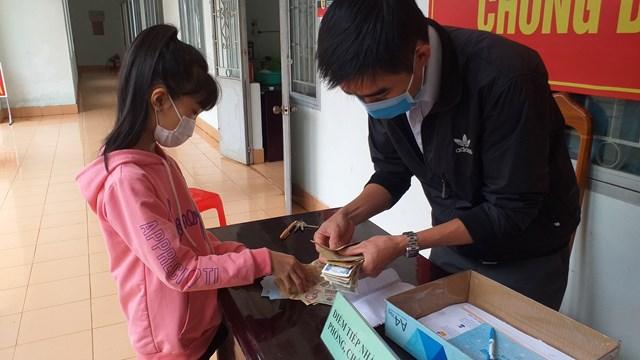 Gia Lai: Học sinh lớp 3 đập heo đất ủng hộ phòng, chống dịch Covid-19